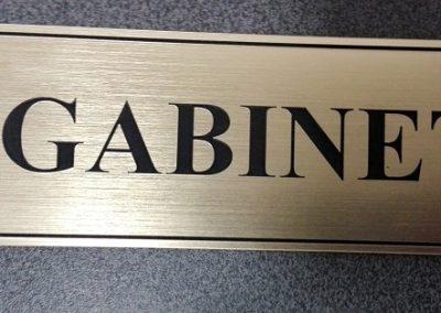 grawerowana tabliczka na drzwi