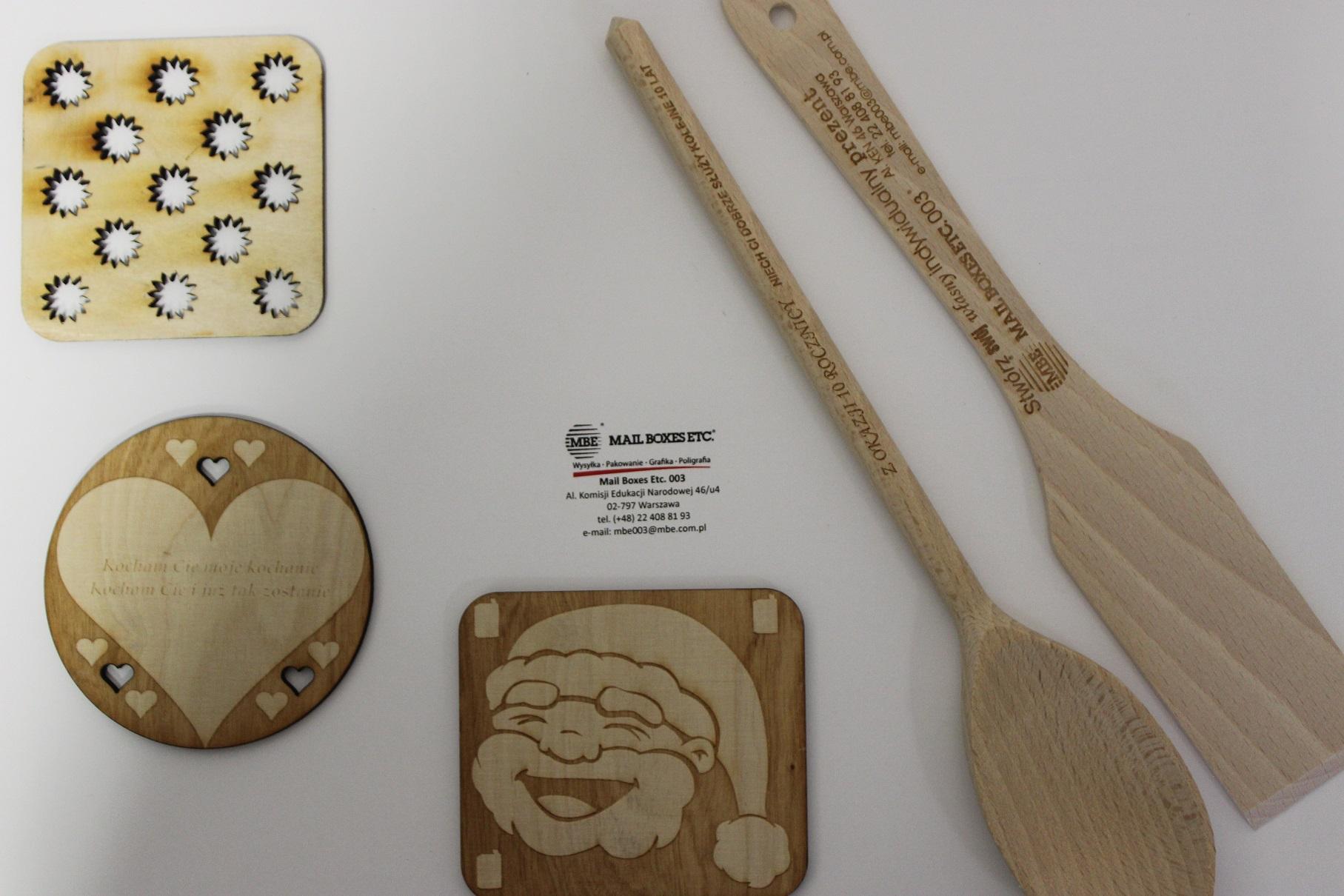 grawerowanie na drewnie i podkładki pod kubek